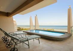 Ramada Resort by Wyndham Dar es Salaam - Dar es Salaam - Piscina