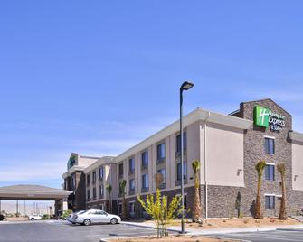 Holiday Inn Express & Suites Indio - Coachella Valley - Indio - Building
