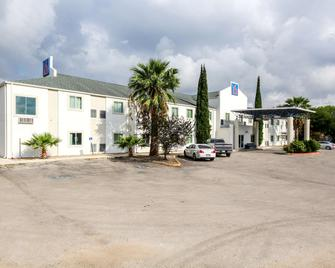 Motel 6 New Braunfels - New Braunfels - Building