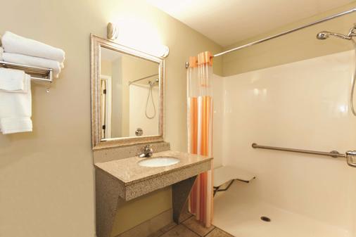 La Quinta Inn & Suites by Wyndham Panama City Beach - Panama City Beach - Bathroom