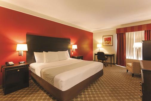 La Quinta Inn & Suites by Wyndham Panama City Beach - Panama City Beach - Bedroom