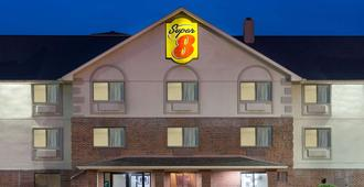 Super 8 by Wyndham Morgantown - Morgantown