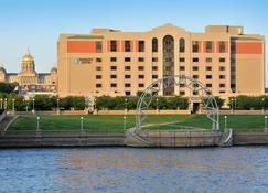 Embassy Suites by Hilton Des Moines Downtown - Des Moines - Building