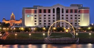 Embassy Suites Hotel Des Moines Downtown - דה מואן - בניין
