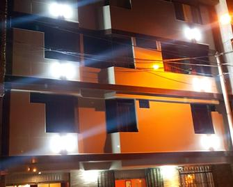 Hotel Los Nogales - Каямарка - Building