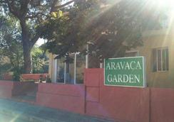 Hotel Aravaca Garden - Madrid - Outdoors view