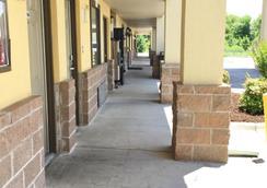 Americas Best Value Inn & Suites University Ave - Little Rock - Outdoor view