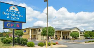 Americas Best Value Inn & Suites University Ave - Λιτλ Ροκ - Κτίριο