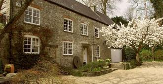 Stay at Penny's Mill - Frome - Building