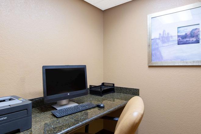 AmericInn by Wyndham Cedar Falls - Cedar Falls - Centre d'affaires
