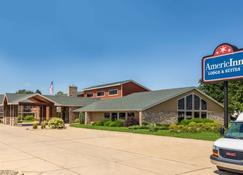 AmericInn by Wyndham Cedar Falls - Cedar Falls - Building
