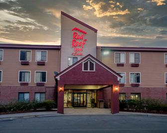 Red Roof Inn & Suites Savannah Airport - Pooler - Edificio