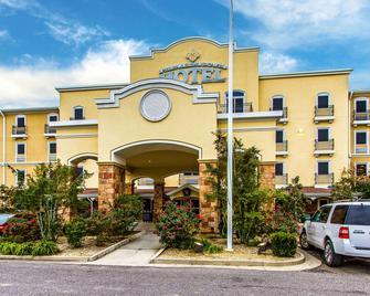 Evangeline Downs Hotel Ascend Hotel Collection - Opelousas - Building