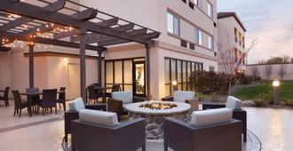 Courtyard by Marriott Charlotte Airport North - Charlotte - Patio