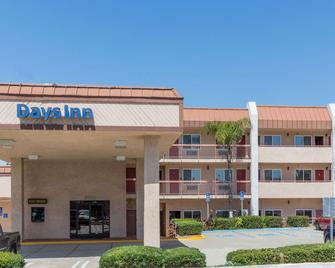 Days Inn by Wyndham Ontario Airport - Ontario - Building