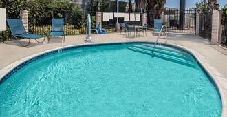 دايز إن باي ويندام أونتاريو أيربورت - أونتاريو (كاليفورنيا) - حوض السباحة