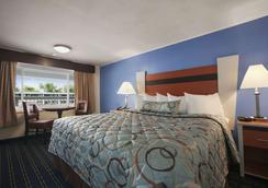 Days Inn by Wyndham West Yarmouth/Hyannis Cape Cod Area - West Yarmouth - Phòng ngủ