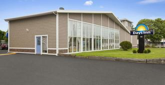 Days Inn by Wyndham West Yarmouth/Hyannis Cape Cod Area - West Yarmouth - Rakennus