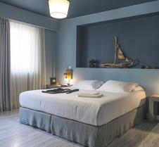 Lotus Center Apartments