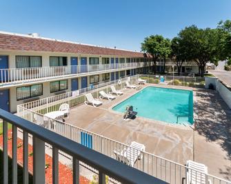 Motel 6 Del Rio - Del Rio - Басейн