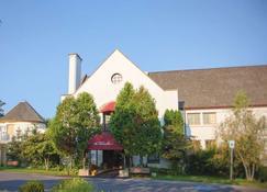 La Tourelle Hotel and Spa - Ithaca - Building