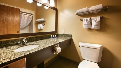 Best Western Plus Saint John Hotel & Suites - Saint John - Bathroom