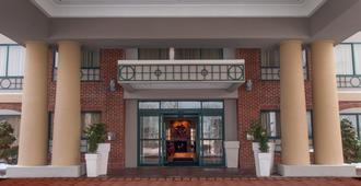 Holiday Inn Express & Suites Buffalo-Airport - Cheektowaga