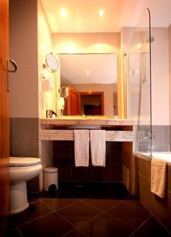 Vila Gale Opera - Lisbon - Phòng tắm