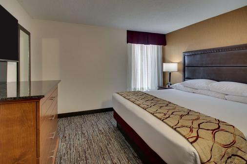 Drury Inn & Suites Evansville East - Evansville - Bedroom