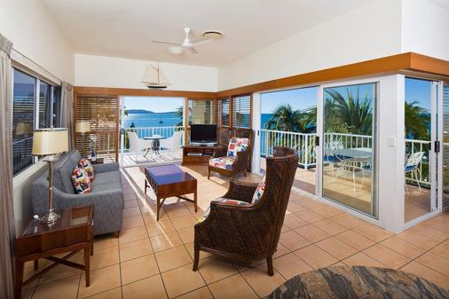 Coral Sea Marina Resort - Airlie Beach - Living room