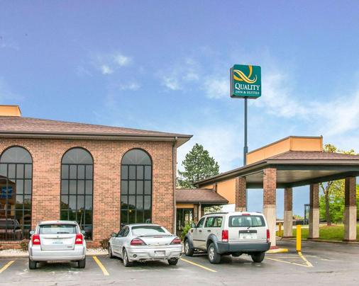 Quality Inn & Suites Airport - Flint - Rakennus