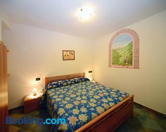 Appartamenti Violalpina - Piazza Costanzi - Male - Bedroom