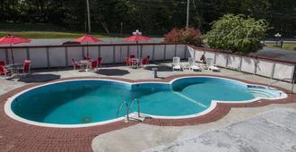 King Hendrick Motel and Suites - Lake George - Piscina