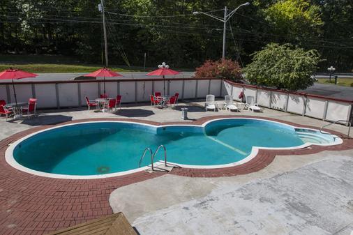 King Hendrick Motel - Lake George - Pool