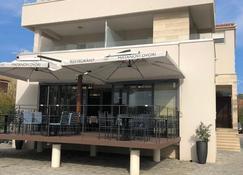 Rooms & Restaurant Matanovi Dvori - Sukošan - Bâtiment