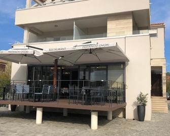 Rooms & Restaurant Matanovi Dvori - Sukošan - Building