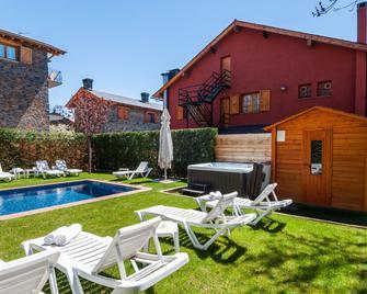 Hotel Esquirol - Llivia - Pool