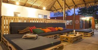Peace Hostel - לה פס