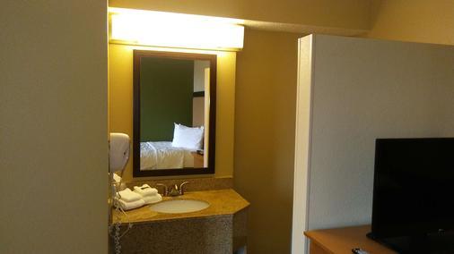 Extended Stay America- Kansas City - Overland Park - Metcalf - Overland Park - Bathroom