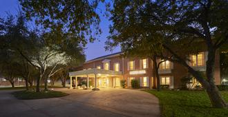 Cooper Hotel Conference Center & Spa - Dallas - Building