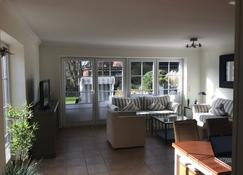 Holiday house with garden, located in List for up to 6 people + dog - List - Sala de estar