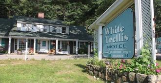 White Trellis Motel - North Conway - Building