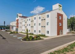 Quality Inn - Moncton - Building