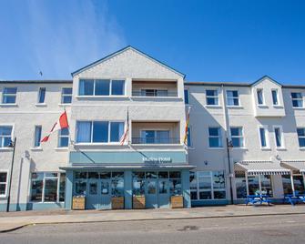 Marine Hotel Ballycastle - Ballycastle - Building
