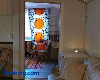 Huoneisto omenapuiden katveessa - Kankaanpää - Living room