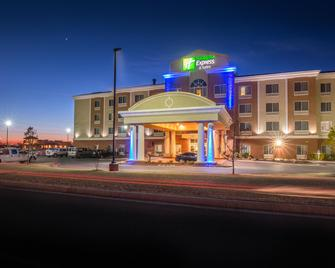 Holiday Inn Express Hotel & Suites Elk City - Elk City - Building