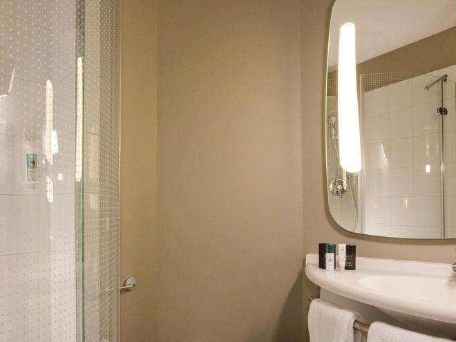 ibis Lille Centre Grand Palais - Lille - Bathroom