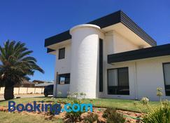 Zebras Guest House Geraldton - Geraldton - Building
