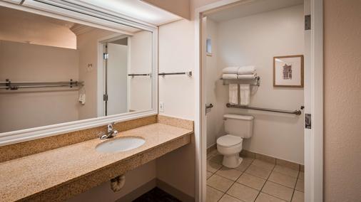 Best Western Garden Inn - Santa Rosa - Bathroom