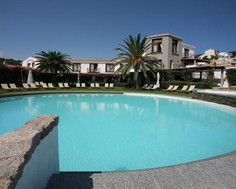 Hotel Palumbalza Porto Rotondo - Porto Rotondo - Zwembad